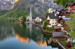 Ландшафт горы в горной вершине Австрии с озером, Hallstatt Стоковые Изображения RF