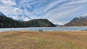 Ландшафт горы в долине Engadine около Sankt Морица На таянии весны Стоковое Фото