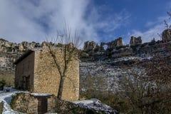 Ландшафт горы карстовый в Испании Orbaneja del Castillo стоковое изображение rf