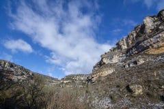 Ландшафт горы карстовый в Orbaneja del Castillo, Испании стоковые фотографии rf
