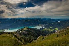 Ландшафт горы на верхней части пешей тропы к Schafberg и взгляду ландшафта над Wolfgangsee стоковое изображение