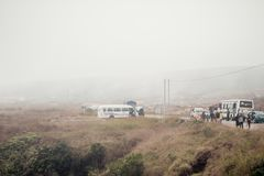 Ландшафт дороги Cherrapunjee Meghalaya, Индии 25-ое декабря 2018 - Nohkalikai Nohkalikai туманный и пасмурный, самые влажные мест стоковое фото