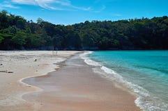 Ландшафт естественного пляжа моря и тропических джунглей, моря Andaman острова Racha Путешествуйте в Таиланде, красивом месте Ази Стоковая Фотография