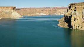 Ландшафт живописного голубого таза озера сток-видео