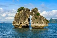 Ландшафт залива Ha длинного в Вьетнаме стоковое фото