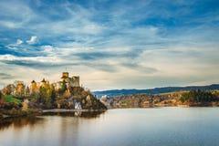 Ландшафт замка Czorsztyn осени Niedzica, Pieniny, Польша Стоковые Изображения RF