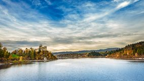 Ландшафт замка Czorsztyn осени Niedzica, Pieniny, Польша Стоковое Фото