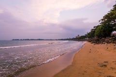 Ландшафт захода солнца на пляже стоковые изображения