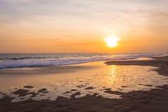 Ландшафт захода солнца на пляже стоковая фотография rf