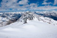 Ландшафт зимы высокогорной горной цепи Стоковое фото RF