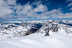 Ландшафт зимы высокогорной горной цепи Стоковые Изображения