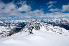 Ландшафт зимы высокогорной горной цепи Стоковые Изображения RF