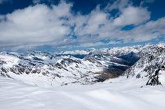 Ландшафт зимы высокогорной горной цепи Стоковые Фотографии RF