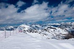 Ландшафт зимы высокогорной горной цепи Стоковое Фото