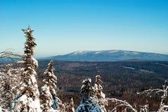 Ландшафт зимы гор Ural стоковые изображения