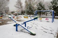 Ландшафт зимы со снегом покрытым на парке стоковые фотографии rf