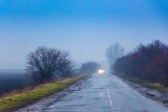 Ландшафт зимы с светлым туманом, в центре чего r Стоковая Фотография RF