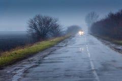 Ландшафт зимы с светлым туманом, в центре чего r Стоковые Фотографии RF