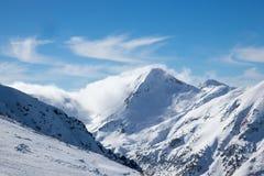 Ландшафт зимы Snowy - гора Pirin в Болгарии стоковая фотография rf