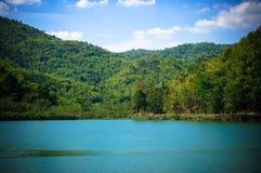 Ландшафт и резервуар, резервуар Khao Wong расположенный в Suphan b Стоковое фото RF