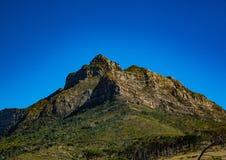 Ландшафт Кейптауна с редко взглядом горы таблицы без облаков в Южной Африке стоковое изображение rf