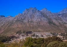 Ландшафт Кейптауна с редко взглядом горы таблицы без облаков в Южной Африке стоковая фотография