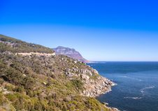 Ландшафт Кейптауна с редко взглядом горы таблицы без облаков в Южной Африке стоковые изображения rf