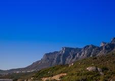 Ландшафт Кейптауна с редко взглядом горы таблицы без облаков в Южной Африке стоковые фото
