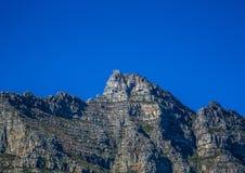 Ландшафт Кейптауна с редко взглядом горы таблицы без облаков в Южной Африке стоковая фотография rf