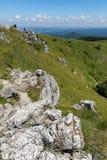 Ландшафт лета к горам Stara Planina балканским от пика Shipka, зоны Stara Zagora, Болгарии стоковые фото