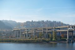 Ландшафт мостов Портленда над рекой Willamette стоковое фото rf