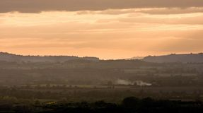 ландшафт над заходом солнца warwickshire неба закоптелым Стоковое Фото