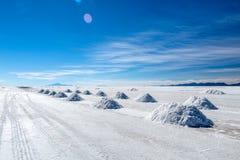 Ландшафт неимоверно белого соли плоского Салара de Uyuni, между Андами на юго-западе Боливии, Южная Америка стоковое фото