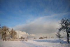 ландшафт облаков приходя темный над зимой неба Стоковая Фотография