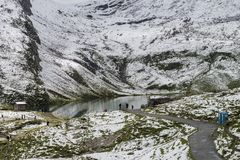 Ландшафт озера и горных вершин гор Стоковое Фото