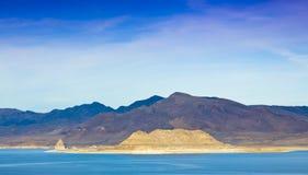 Ландшафт озера пирамидк Стоковые Изображения