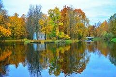 Ландшафт осени в парке Tsarskoe Selo - h детей Стоковое Изображение