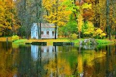 Ландшафт осени в парке Tsarskoe Selo - h детей Стоковые Фото