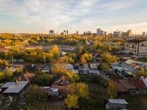 Ландшафт осени на городе от стороны гетто с ol стоковое фото