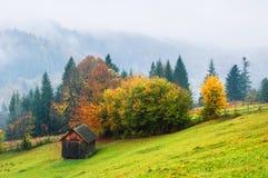 Ландшафт осени с деревянной хатой Стоковая Фотография RF