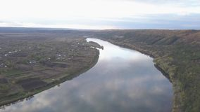 Ландшафт осени с целью реки и каньона сток-видео