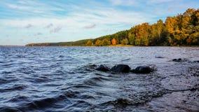 Ландшафт падения вокруг озера Стоковое фото RF