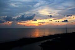 Ландшафт, панорамные взгляды береговой линии и порт от корабля на анкере и в порте стоковые фото