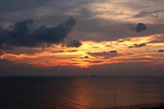 Ландшафт, панорамные взгляды береговой линии и порт от корабля на анкере и в порте стоковые изображения