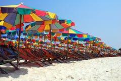 Ландшафт пляжа и зонтика пляжа Стоковая Фотография RF