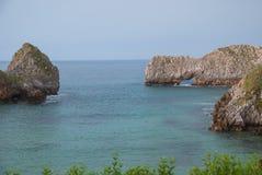 Ландшафт побережья с утесом karst стоковые фотографии rf