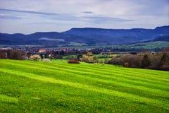 Ландшафт полей около городка Hechingen Schwarzwald Германии стоковые фотографии rf