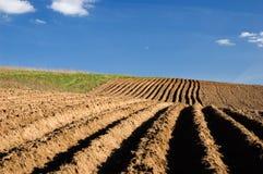 ландшафт поля земледелия вспахал стоковое изображение