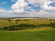 Ландшафт сельской местности с полем в России, взгляд сверху стоковое фото rf