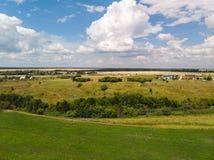 Ландшафт сельской местности с полем в России, взгляд сверху стоковое изображение rf
